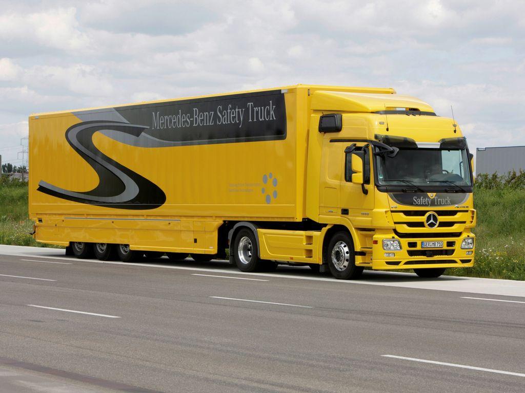 В настоящее время компания Mercedes-Benz выпускает грузовые автомобили  следующих марок  08247caf3c2